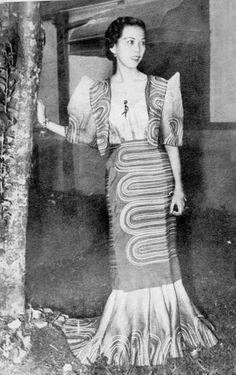Retrato Photo Archive of the Filipinas Heritage Library Fashion History, Women's Fashion, Philippine Women, Mix Photo, Filipiniana, Historical Pictures, Photo Archive, Filipino, Vintage Photos