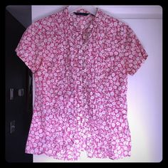 Boden floral cotton blouse Feminine and sweet pink and white floral top with subtle tuxedo-style ruffle detail. UK size 10 (US 8). Boden Tops Button Down Shirts