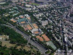 Paris (16ème arrondissement) centre de tennis Roland Garros et en haut le Stade du Parc des Princes à la Porte de St Cloud.