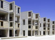 Image 13 of 28 from gallery of AD Classics: Salk Institute / Louis Kahn. Photograph by Liao Yusheng Louis Kahn, Space Architecture, Historical Architecture, San Diego, Interior Design History, University Housing, Usa Pictures, Concrete Structure, Facade