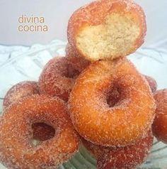 rosquillas-de-leche-condensada-corte Macaroon Recipes, Donut Recipes, No Bake Desserts, Dessert Recipes, Kitchen Recipes, Cooking Recipes, Fantasy Cake, Spanish Dishes, Homemade Donuts