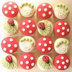 Ladybird cupcakes - easily translate into bees. Not even cupcakes, maybe into cake pops! Pretty Cakes, Cute Cakes, Beautiful Cakes, Amazing Cakes, Deco Cupcake, Cupcake Cakes, Cupcake Art, Rose Cupcake, Fondant Cupcakes