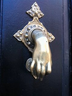 Welcome to Sevilla, Andalucia Door Knobs And Knockers, Knobs And Handles, Door Handles, Lakeside Cottage, Porches, Cool Doors, Antique Keys, Aesthetic Movement, Architectural Features