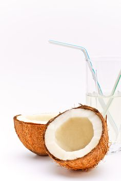 Coconut water is an excellent source of electrolytes and especially a good drink for runners and athletics. Fresh coconut water is one of the best ways to replenish your body after a tough workout. Summer Drinks, Fun Drinks, Healthy Drinks, Healthy Snacks, Healthy Eating, Beverages, Healthy Liver, Coconut Water Recipes, Raw Food Recipes