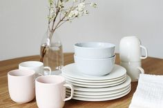 Sara K. Pink Turquoise, Interior And Exterior, Dinnerware, Scandinavian, Table Settings, New Homes, Pottery, Style Inspiration, Ceramics