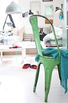 Vintage green Tolix chair. http://singularmarket.com/es/sillas-vintage/140-replica-silla-tolix-colores.html