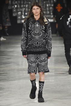 Marcelo Burlon County of Milan Fall 2016 Menswear Fashion Show Uni Fashion, Milan Men's Fashion Week, Fashion Show, Fashion Trends, Men Street, Street Wear, 2016 Trends, Winter Collection, Winter Jackets