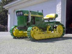 John Deere Lawn Tractor Converted in to a Crawler John Deere Garden Tractors, Jd Tractors, Small Tractors, Antique Tractors, Vintage Tractors, Vintage Farm, Tractor Mower, Crawler Tractor, John Deere Equipment