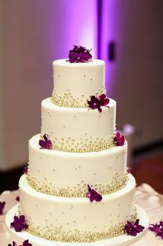 La torta es uno de los elementos más protagónicos de un matrimonio. #torta #tortadenovios #tortanovios #mesadulce #tortadematrimonio #cake #dulce #dulces #postres #weddingcake #candybar #bufetdepostres Beautiful Wedding Cakes, Beautiful Cakes, Amazing Cakes, Fancy Cakes, Cute Cakes, Wedding Cake Designs, Wedding Cake Toppers, Edible Pearls, Chicago Wedding