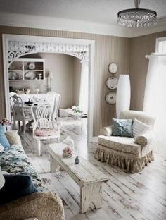 So cute!  Love the coffee table/bench.
