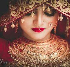 Ideas For Wedding Indian Jewelry Desi Bride Indian Wedding Pictures, Indian Wedding Poses, Indian Wedding Photography Poses, Indian Bridal Outfits, Indian Bridal Makeup, Bride Photography, Bengali Wedding, Photography Ideas, Fashion Photography