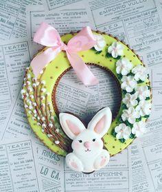 #пасхальныйподарок #пасха2017 #пасхальныйдекор #пасхальнаякорзина #пасхальныеяйца #пряникиназаказ #пряникимосква #пряникирасписные #расписныепряники #имбирныепряники #имбирныепряникиназаказ #подарокребенку #подарокнапасху Fancy Cookies, Cake Cookies, Sugar Cookies, Easter Cookies, Easter Treats, Cupcakes, Baby Girl Cookies, Easter Biscuits, Spring Treats