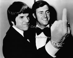 Pete Rose and Fred Lynn pose for a photo together at the MLB All-Star Banquet. Casey Stengel, Cincinnati Reds Baseball, Cincinnati News, Philadelphia Phillies, Pete Rose, La Face, Stuck In The Middle, Steve Martin, Babe Ruth