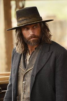 Hell on Wheels - Anson Mount. If you haven't seen this series you've missed a winner. Anson is phenomenal as well as the other actors. Tremendous story line and filming. Anson Mount, Boho Rock, Hell On Wheels, Western Movies, Western Film, Le Far West, Raining Men, Man Crush, Bearded Men