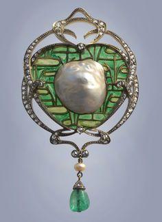 EMILE OLIVE An Impressive Belle Epoque Brooch/Pendant by Fons?que & Olive Gold Silver Plique-?-jour enamel Emerald Diamond Pearl H: 9 cm in) W: cm in) Marks: 2 x Boars head & 'FO' monogram. Bijoux Art Nouveau, Art Nouveau Jewelry, Jewelry Art, Fine Jewelry, Jewelry Design, Jewlery, Enamel Jewelry, Antique Jewelry, Vintage Jewelry