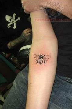 42 Best Vintage Bee Tattoo Images Bees Bee Tattoo Vintage Bee Tattoo