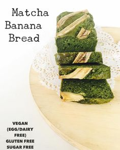 Healthy matcha banana bread! A great combination for those addicted to matcha and bananas itself Its also vegan ( no eggs no dairy) gluten free and sugar free(not even a pinch). Its always a great idea to have healthy snacks in your fridge so when u start starving something sweet theres always a healthy snack for u prepared. Being prepared is always helpful for your healthy diet All products are #Vegan #eggfree #dairyfree #butterfree #glutenfree ( no wheat) and #refinedsugarfree ( local made…