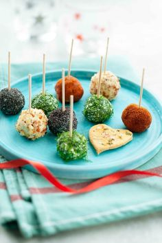 Salmon and Caprice ( or other fresh white cheese) Lollipops Fingers Food, White Cheese, Party Buffet, Love Is In The Air, Hors D'oeuvres, Canapes, High Tea, Caramel Apples, Avocado Toast
