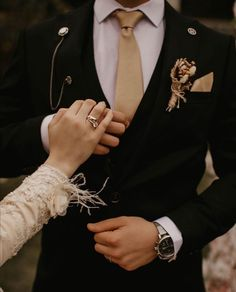 Wedding Couple Poses, Wedding Couples, Couple Posing, Muslim Couple Photography, Wedding Photography Poses, Cute Love Couple, Beautiful Couple, Muslimah Wedding Dress, Hijab Bride