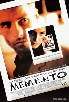 Memento is a mystery-thriller film that was released in 2000 and directed by Christopher Nolan. It stars Guy Pearce, Carrie-Anne Moss and Joe Pantoliano. The movie revolves around a man who suffers from a temporary amnesia and uses his tattoos, notes. Guy Pearce, Christopher Nolan, Chris Nolan, Best Indie Movies, Great Movies, Film Thriller, Mystery Thriller, Image Internet, Indie Movies
