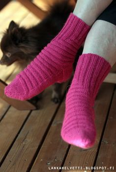 LANKAHELVETTI: Kiemurasukat Woolen Socks, Knitting Socks, Knit Socks, Boot Cuffs, Yarn Colors, Knitting Patterns, Knitting Ideas, One Color, Leg Warmers
