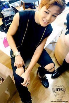 [STAFF DIARY] #방탄소년단 @BTS_twt #JIMIN pic.twitter.com/S2ZVC5swYt