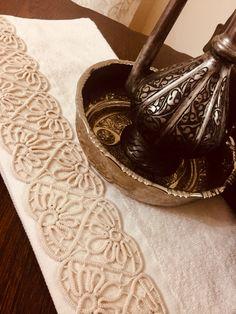 Crochet Stitches, Crochet Patterns, Bruges Lace, Romanian Lace, Soutache Jewelry, Hemline, Lace Knitting, Hardanger, Stitching