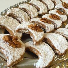 Cevizin ve unun kavrulmu?u Kurabiyemize nefis bir tat verdi ? Vegan News, Arabic Food, Turkish Recipes, Saveur, Biscuits, Cookie Bars, Cake Cookies, Family Meals, Cheesecake