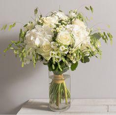 Idée Mariage : Nuage Bouquet champêtre et aérien de roses, hortensias et fleurs variées blanches