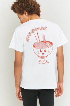 "T-Shirt ""Udon Know Me"" in Weiß - Urban Outfitters"