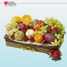 #Divina Linda bandeja recheada de manga, mexerica, pera, pêssego, maçãs, nectarina, caju, laranja, uvas thompson, kiwis e deliciosos morangos. Presente emocionante!   DÊ FRUTAS AO INVÉS DE FLORES E SURPREENDA!!! Presentes surpreendentes: http://www.lovefruits.com.br/  #PresentesInesqueciveis #BuqueDeFrutas #PresentesOriginais #PresentesSaudaveis #MaisQualidadeDeVida #PresentesSurpreendentes #LOVEFRUITS