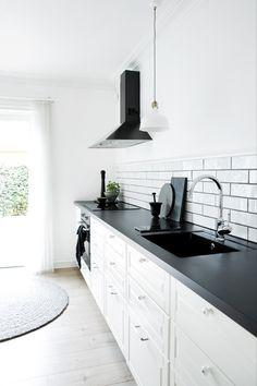 Tradtion kjøkkenbatteri fra Damixa Kitchen Cabinets, Traditional, Design, Home Decor, Decoration Home, Room Decor, Cabinets, Home Interior Design