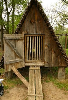 Chicken coops not only help provide a comfortable environment for your fowl but also provide shelter and a happy place for your chickens to be productive. A good chicken coop always starts with proper planning and the better you can d