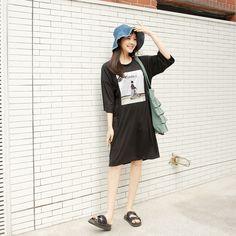 #envylook Graphic Print Loose T-Shirt Dress #koreanfashion #koreanstyle #kfashion #kstyle #stylish #fashionista #fashioninspo #fashioninspiration #inspirations #ootd #streetfashion #streetstyle #fashion #trend #style