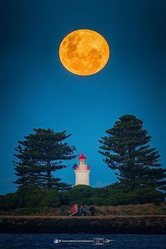 Super Moon of Griffith Island Lighthouse in Port Fairy, Victoria, Australia - photo: Oat Vaiyaboon Stars Night, Stars And Moon, Moon Photos, Moon Pictures, Moon Moon, Blue Moon, Orange Moon, Moon Rise, Shoot The Moon