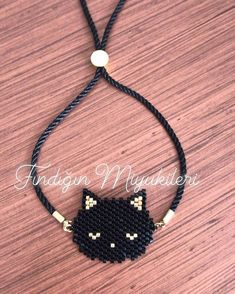 Cat cat brooch for cat lovers 🐈😻. Cat cat brooch for cat lovers 🐈😻. Bracelet Patterns, Beading Patterns, Bead Jewellery, Jewelery, Body Necklace, Bead Loom Bracelets, Beaded Animals, Beading Projects, Brick Stitch