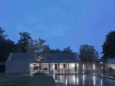 Pool House inspiration - Architecture and Interior Design - Michaelis Boyd Contemporary Barn, Modern Barn, House Roof, Facade House, Shed Design, House Design, Farmhouse Garden, Cottage Design, Maine House
