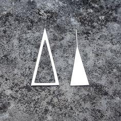 Brinco triângulo da coleção Ausência em ouro branco ✨❤️