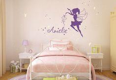 Pokój dziecięcy, pokój dla dziewczynki, dekoracje do pokoju dziecięcego, naklejki na ścianę. Zobacz więcej na : https://www.homify.pl/katalogi-inspiracji/15169/5-sposobow-na-pokoj-dzieciecy-jak-z-bajki-disney-a