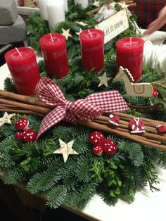 Holiday Red Candlestick Art Design Ideas - Weihnachten - The Fashion Christmas Table Centerpieces, Decoration Christmas, Christmas Candles, Decoration Table, Christmas Wreaths, Christmas Crafts, Holiday Decor, Holiday Ideas, Decor Diy