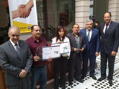 Entregan reconocimiento al buen ciudadano 2015 de manos del Fiscal General   El Puntero