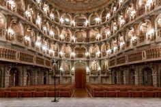 """Desde el """"otro lado"""":   Teatro Bibiena de Mantua [Teatro Scientifico di Mantova]   Construido para la """"Accademia Virgiliana"""" de la ciudad lombarda, lleva el nombre de su constructor, el afamado Antonio Galli da Bibiena (1697–1774).   A poco de su inauguración, en 1769, se presentó allí un joven prodigio, de apenas nueve años de edad, llamado Wolfgang Amadeus Mozart.  Su padre (y promotor) Leopold Mozart manifestó que nunca antes había conocido un teatro tan bello ni tan espléndidamente…"""