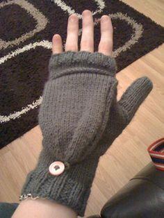 Eat Breathe Sleep Create: Two-needle convertible fingerless mitts Gotta make these! Knitted Mittens Pattern, Crochet Mittens, Crochet Gloves, Knit Or Crochet, Knitting Patterns Free, Baby Knitting, Free Pattern, Fingerless Gloves Knitted, Knitting Accessories