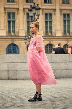 14 Dresses Killing Eve's Villanelle Would Kill To Own   British Vogue Pink Gowns, Satin Dresses, Pink Dress, Nice Dresses, Fashion Tv, Fasion, Vestidos Color Rosa, Jodie Comer, Retro