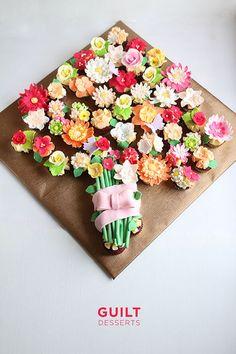 cupcake bouquet Flower Cupcake Cake, Cupcake Flower Bouquets, Pull Apart Cupcake Cake, Pull Apart Cake, Floral Cupcakes, Love Cupcakes, Red Velvet Cupcakes, Cupcake Cakes, Edible Bouquets