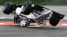 Gp di Germania, l'incidente di Massa: si cappotta alla prima curva
