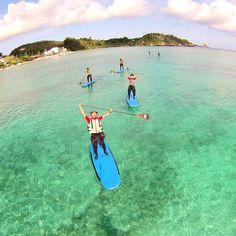梅雨はもう来ないのでしょうか 天気の良い夏日が続いております\(o)/ 波はありませんがこんな穏やかな青空の日は絶好のSUP日和 シーナサーフはSUPでクルージングやシュノーケリングのコースもありますよ( ) #沖縄 #シーナサーフ#SUP#パドルボード#クルージング#シュノーケリング#マリンスポーツ#恩納村#海#沖縄旅行#綺麗な海#沖縄の海#最高#海日和#夏#学生#旅行#夏休み#surfing#seanasurf#surfshop#surfingschool #board