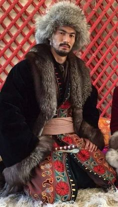 Mongolian traditional dress Beautiful Men, Beautiful People, Costume Ethnique, 3d Foto, Turbans, Folk Costume, People Of The World, Central Asia, Ethnic Fashion