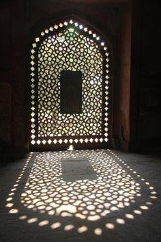 Mosque Architecture, Art And Architecture, Facade Design, House Design, Licht Box, Modern Tiny House, Prayer Room, Moroccan Decor, Beautiful Architecture