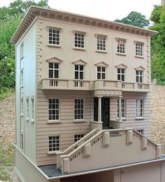 Georgian dolls house: Wisbech House exterior showing two of the three opening sides.